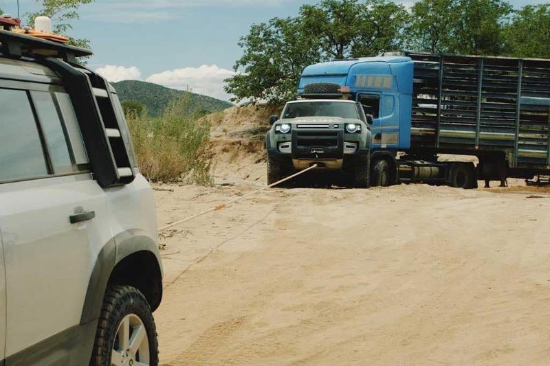defender-rescues-truck-2.jpg