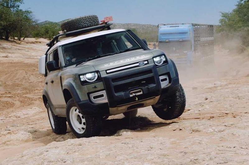 defender-rescues-truck-4.jpg