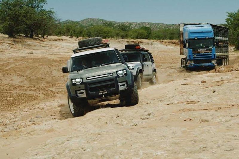 defender-rescues-truck-5.jpg