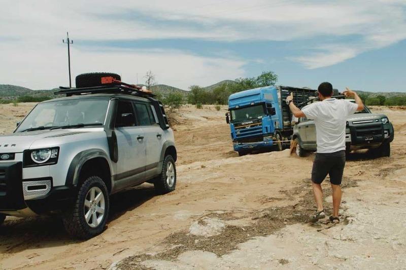 defender-rescues-truck-6.jpg